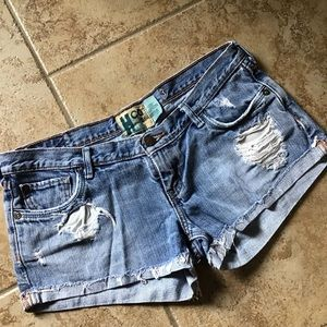 HOLLISTER destroyed jean shorts 3
